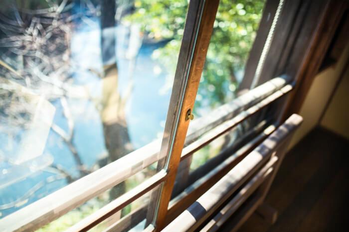 すき間風対策を行って、窓からの冷気をシャットアウト!